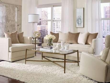 38. Tecido para sofá chenille bege se harmonizam com a decoração do ambiente. Fonte: Pinterest
