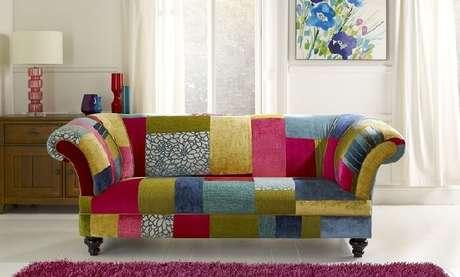 12. Tecido para sofá de patchwork traz alegria para o ambiente. Fonte Pinterest