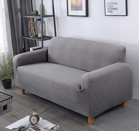 43. Tecido para sofá jacquard cinza e pés de madeira. Fonte: Pinterest