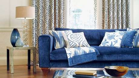 3. Tecido para sofá suede na cor azul. Fonte: Westwing