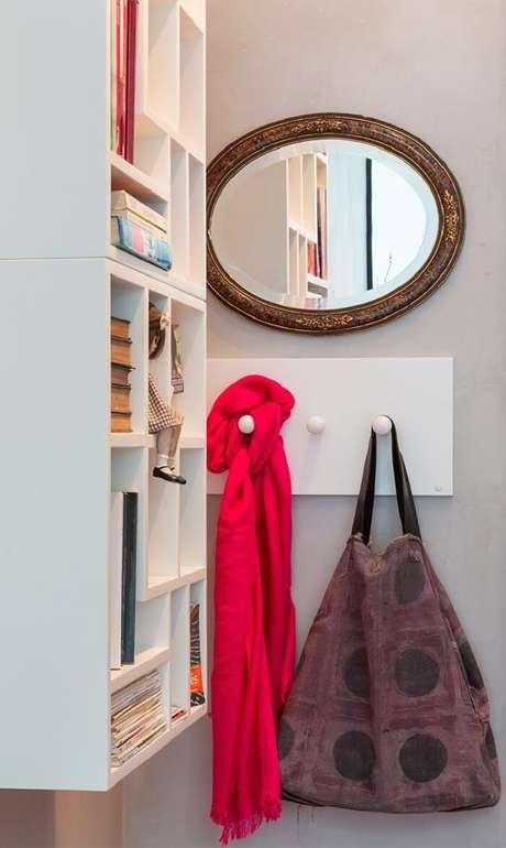 7. O cabideiro é uma peça muito utilitária no quarto de estudante. Fonte: Pinterest