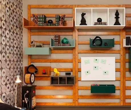 8. Nichos, gaveteiras e prateleiras devem fazer parte da composição de móveis do quarto de estudante. Fonte: Pinterest