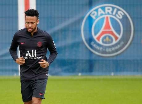 Neymar durante treino