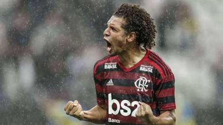 Willian Arão soma 37 partidas nesta temporada, com quatro gols (Foto: Marcos Limonti/AM Press/Lancepress!)