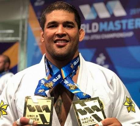 Gustavo Dias faturou duas medalhas de ouro no Master 1 faixa-preta(Foto: Reprodução/Instagram)