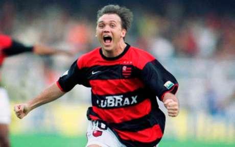 Petkovic marcou o gol do tri contra o Vasco, em 2001, aos 43' do 2° tempo (Foto: Julio Cesar Guimaraes/Lancepress!)