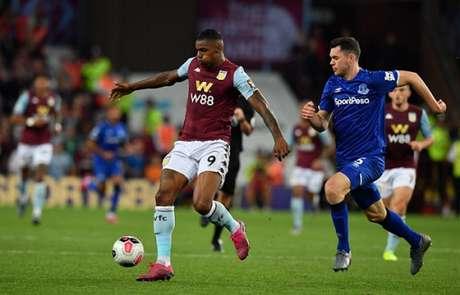 Wesley durante a partida contra o Everton (Foto: AFP)