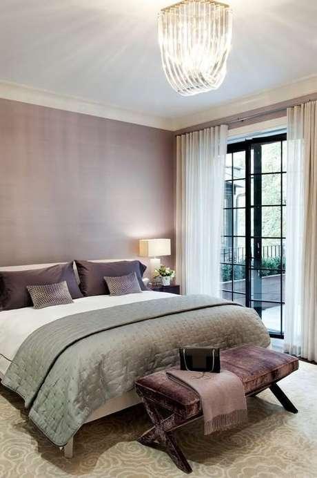 13. A toupa de cama na cor fendi é uma forma inteligente de usar a tonalidade.Foto: Decor Fácil