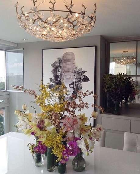 16. Usar a cor fendi na casa diminui a chance de exageros na decoração. Foto: Tua Casa