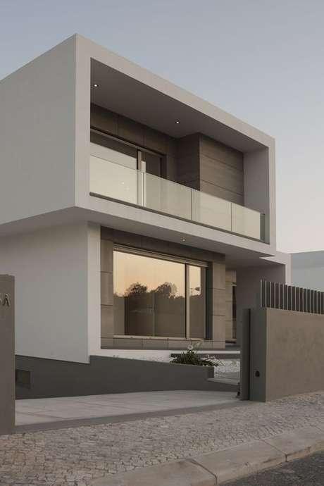 17. Até mesmo uma fachada de casa pode usar a cor fendi. Foto: Arch Daily