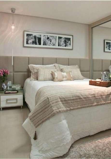 18. Por que não usar a cor fendi na cabeceira da cama? Foto: Transforme Sua Casa