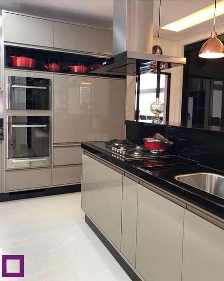 20. A cor fendi pode estar em toda a cozinha. Foto: Instagram