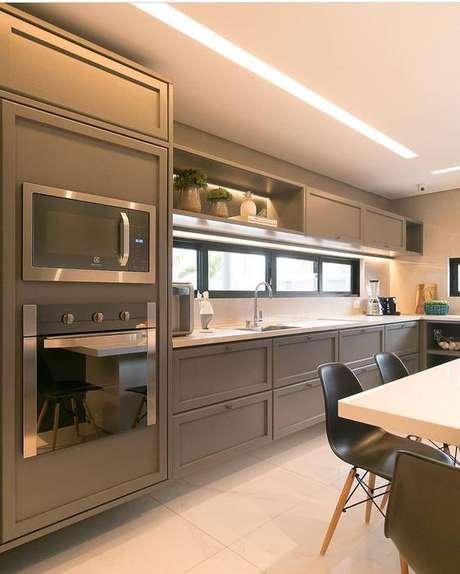 3. Cozinha de cor fendi é bonita e delicada. Foto: Instagram