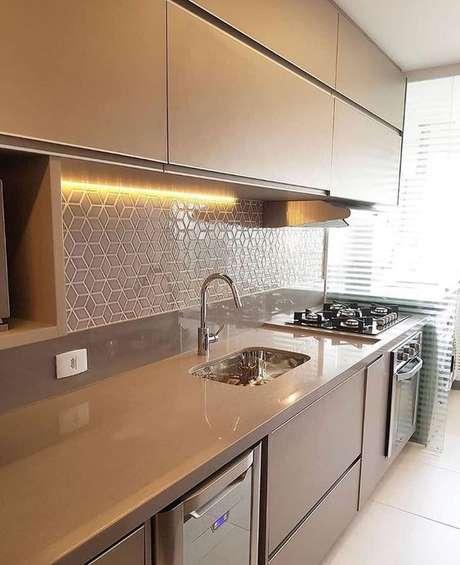 32. Uma boa cozinha clássica pede a cor fendi. Foto: Instagram