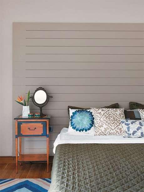 43. Vale a pena investir em uma boa roupa de cama de cor fendi. Foto: Casa Abril