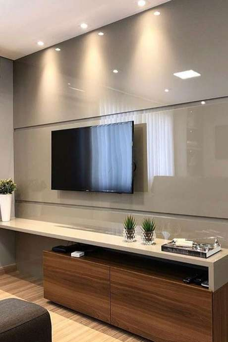6. Este modelo de painel de TVbrinca com a cor fendi. Foto: 4Style Interiores