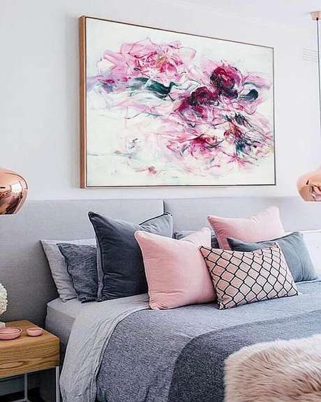 1. Delicada decoração para quarto com quadro decorativo sobre a cabeceira – Foto: Pinterest