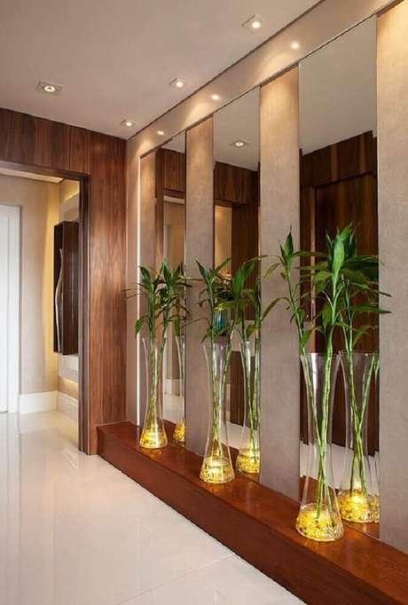 17. O hall de entrada também merece uma atenção especial e ganhar vasos decorativos para plantas