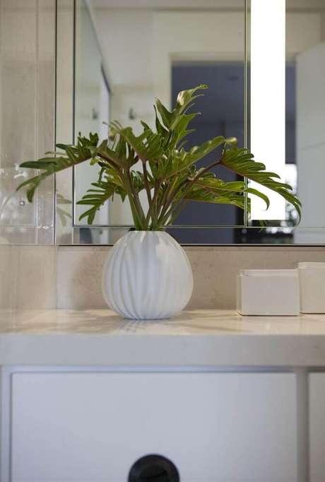 18. Invista em vaso decorativo para banheiros e lavabos também