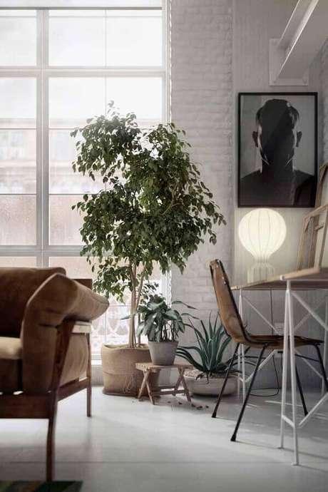 61. Decoração para sala com vaso decorativo grande – Foto: Pinterest