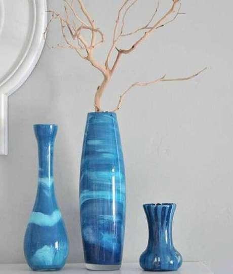 16. Os vasos decorativos de cerâmica esmaltada trazem sofisticação para os ambientes