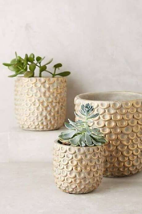 62. Modelos de vasos decorativos com detalhes delicados – Foto: Pinosy