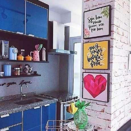 8. Decoração colorida com quadros decorativos para cozinha – Foto: Decoração de Casa