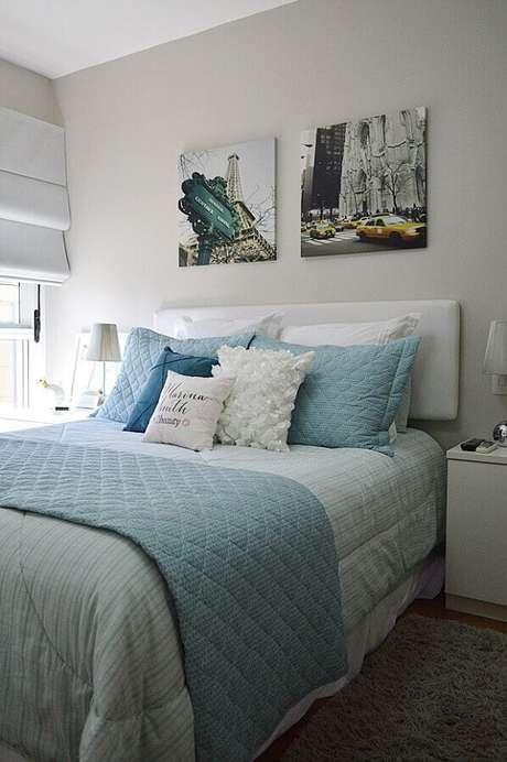 40.Decoração com quadros sem moldura para quarto branco e azul – Foto: Achados de decoração