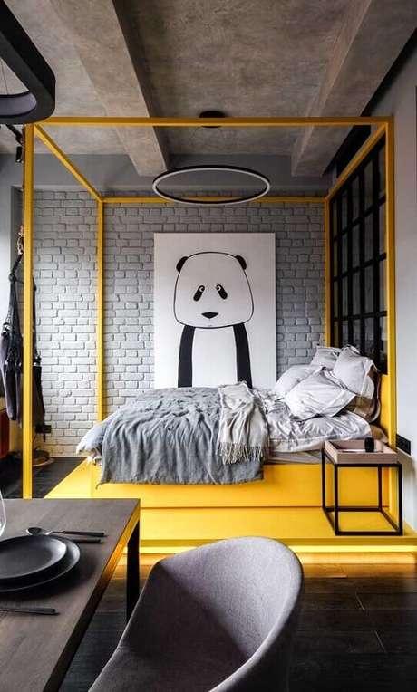 41. Quadros decorativos para quarto moderno cinza e amarelo com cimento queimado e parede de tijolinho – Foto: Pinosy