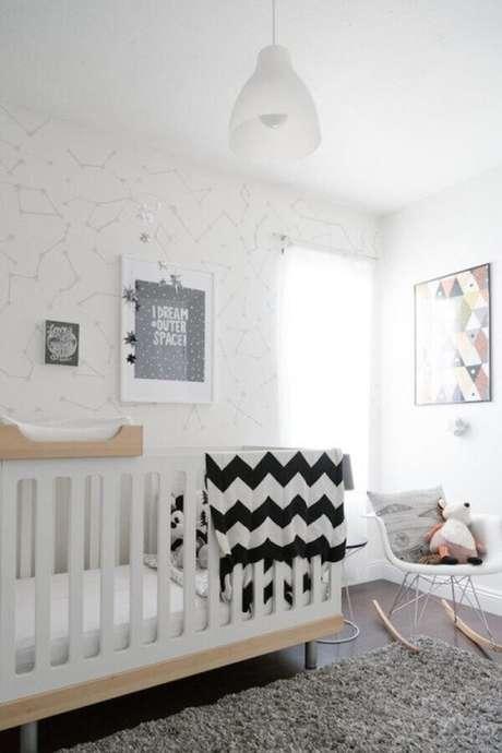 46. Quadros decorativos para quarto de bebê branco e cinza – Foto: Gestação Bebê