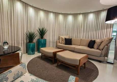 37. A sala de estar clássica também combina com o vaso vietnamita – Por: Pinterest