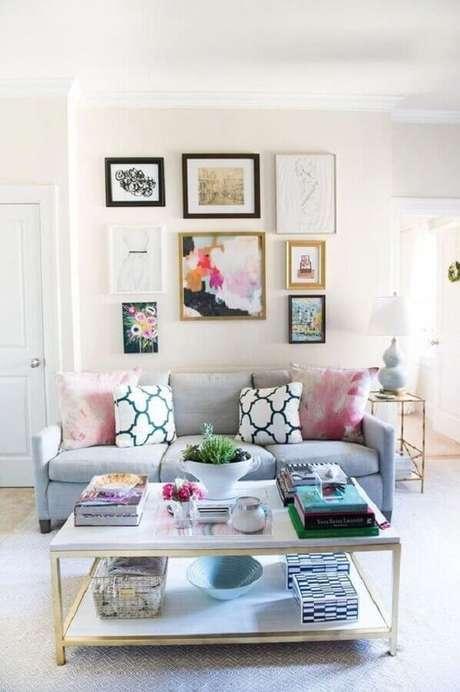 68. Quadros decorativos com moldura diferentes para decoração de sala clean – Foto: Apartment Therapy