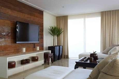 4. Sala com vaso vietnamita preto para sala de estar – Por: Pinterest