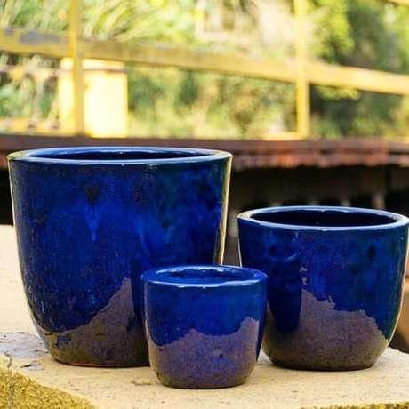 39. Escolha o vaso vietnamita azul para destacar a sua decoração – Por: Picdeer