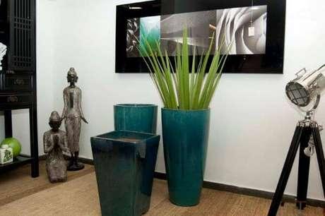 55. O vaso vietnamita azul com plantas são lindos para sua decoração – Por: Natacha Lucena