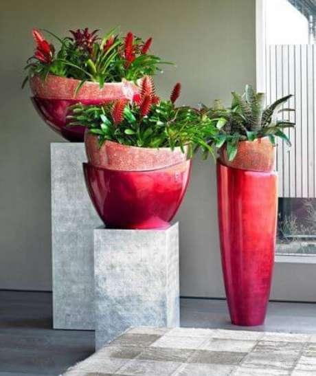 14. O vaso vietnamita vermelho é lindo para destacar a sua decoração – Por: Pinterest