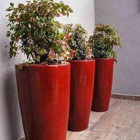 28. O vaso vietnamita vermelho destaca a decoração da casa linda – Por: Pinterest