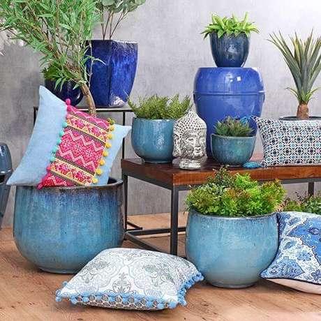 3. Existem diferentes tamanhos e cores de vaso vietnamita. Misture todos para usar na sua decoração – Por: Webstram