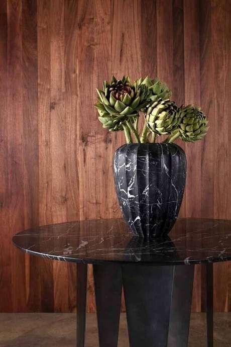 68. Invista em vasos decorativos que vão se tornar o grande destaque do ambiente decorado – Foto: Pinosy