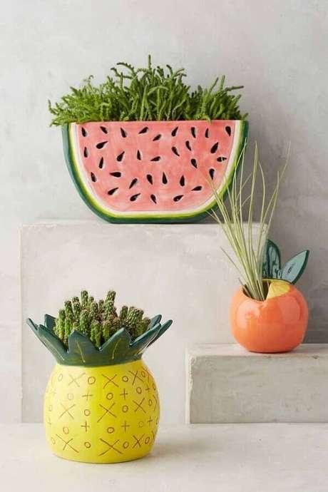 4. Vasos decorativos em formatos de frutas são divertidos e garantem um toque de personalidade ao ambiente decorado – Foto: Anthropologie