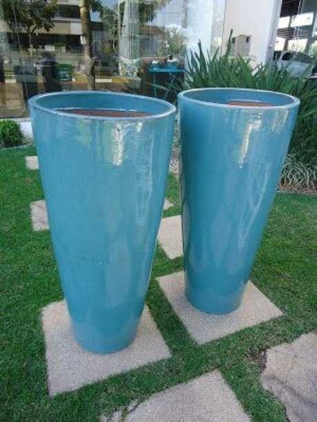 43. Os vasos vietnamitas grandes são lindos e destacam a sua decoração – Por: Pinterest