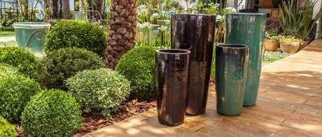 46. Vasos vietnamitas em cores diferentes – Por: Portofinodecor