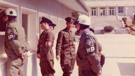 Militares da Coreia do Norte, da Coreia do Sul e dos EUA se misturavam na JSA