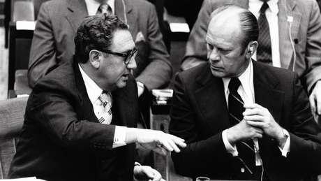 O então secretário de Estado, Henry Kissinger, discutiu o incidente com o presidente Gerald Ford
