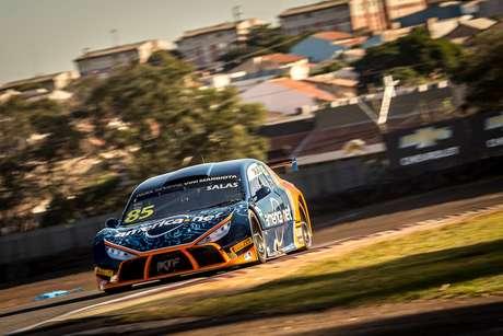 Guilherme Salas crava a pole-position da primeira corrida em Interlagos