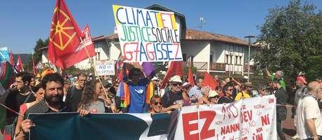 """Ato na fronteira entre França e Espanha reuniu ativistas ambientais, separatistas bascos e """"coletes amarelos"""""""
