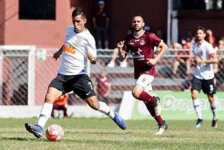Corinthians precisa vencer nesta tarde para seguir vivo na classificação (Foto: Daniel Augusto Jr)