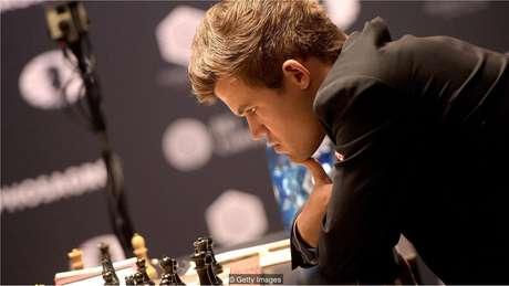 Um mês de aprendizado é suficiente para vencer o campeão mundial de xadrez Magnus Carlsen? Foi o que o Max Deutsch decidiu descobrir