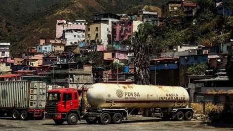 A produção de petróleo venezuelana caiu drasticamente nos últimos anos