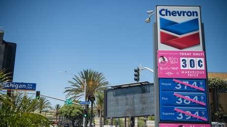 A gigante Chevron e seis outras firmas norte-americanas obtiveram uma isenção especial do Departamento do Tesouro e poderão continuar suas atividades até outubro